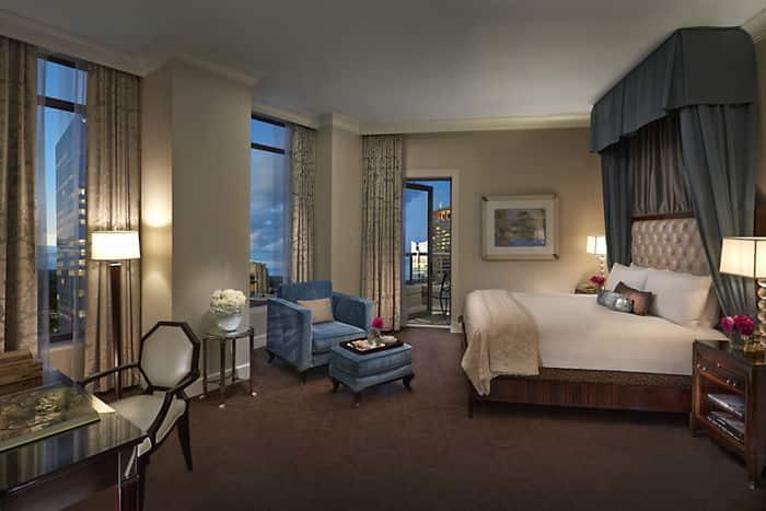 Luxury Mandarin Hotel Suite