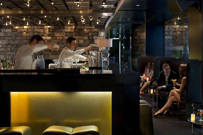 Bar banker 39 s hotel mandarin oriental de barcelona for Bar jardin barcelona