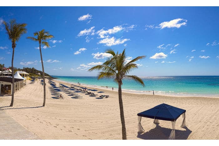 bermuda-beach-elbow-beach?wid=700&hei=467&fmt=jpeg&qlt=80,1&op_sharpen=0&resMode=sharp