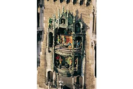 The glockenspiel chimes at 11am and noon