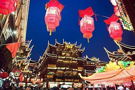 New Year lanterns decorate Shanghai