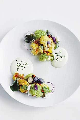 Roasted cauliflower with toasted almonds, cheddar and beer Béarnaise