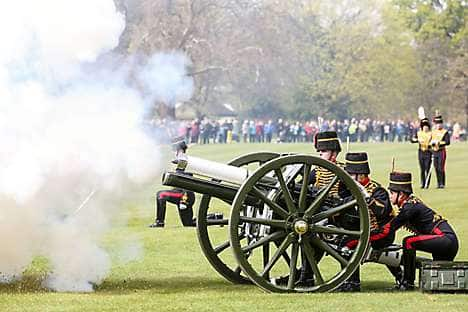 Firing a gun salute in Hyde Park