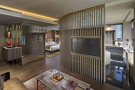 L600 guest room at The Landmark Mandarin Oriental, Hong Kong