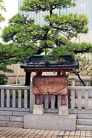 A shrine on the rooftop of the historic Mitsukoshi department store