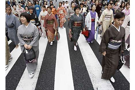 Women dressed in kimonos in a parade to promote modern-day Nihonbashi