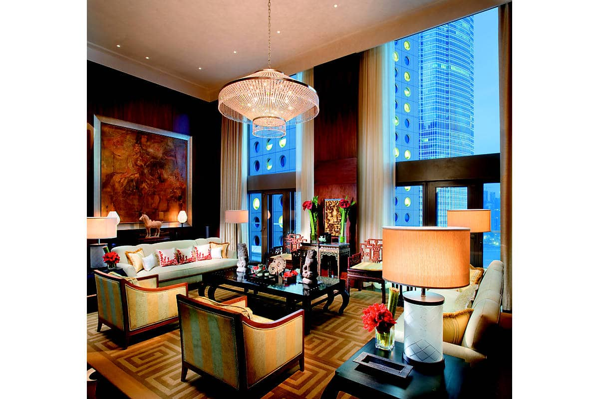 The living room of the Mandarin Suite