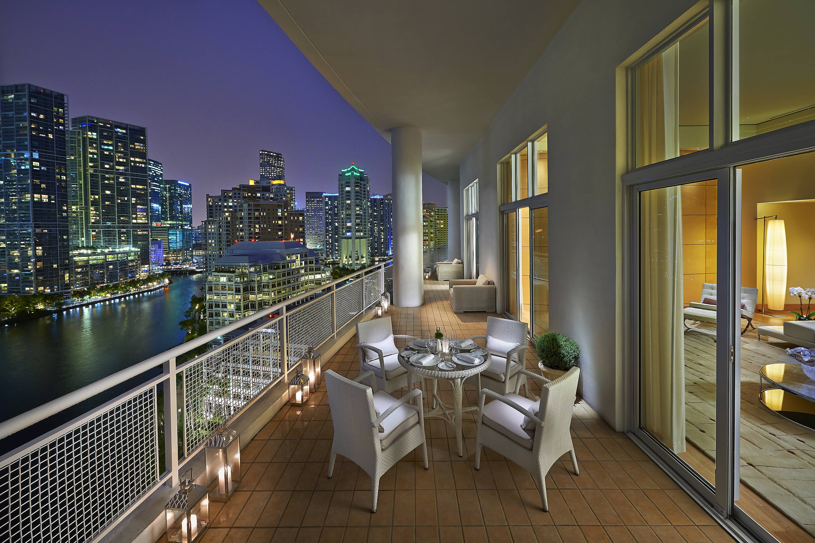 5 star hotel photo gallery mandarin oriental miami for Hotel balcony