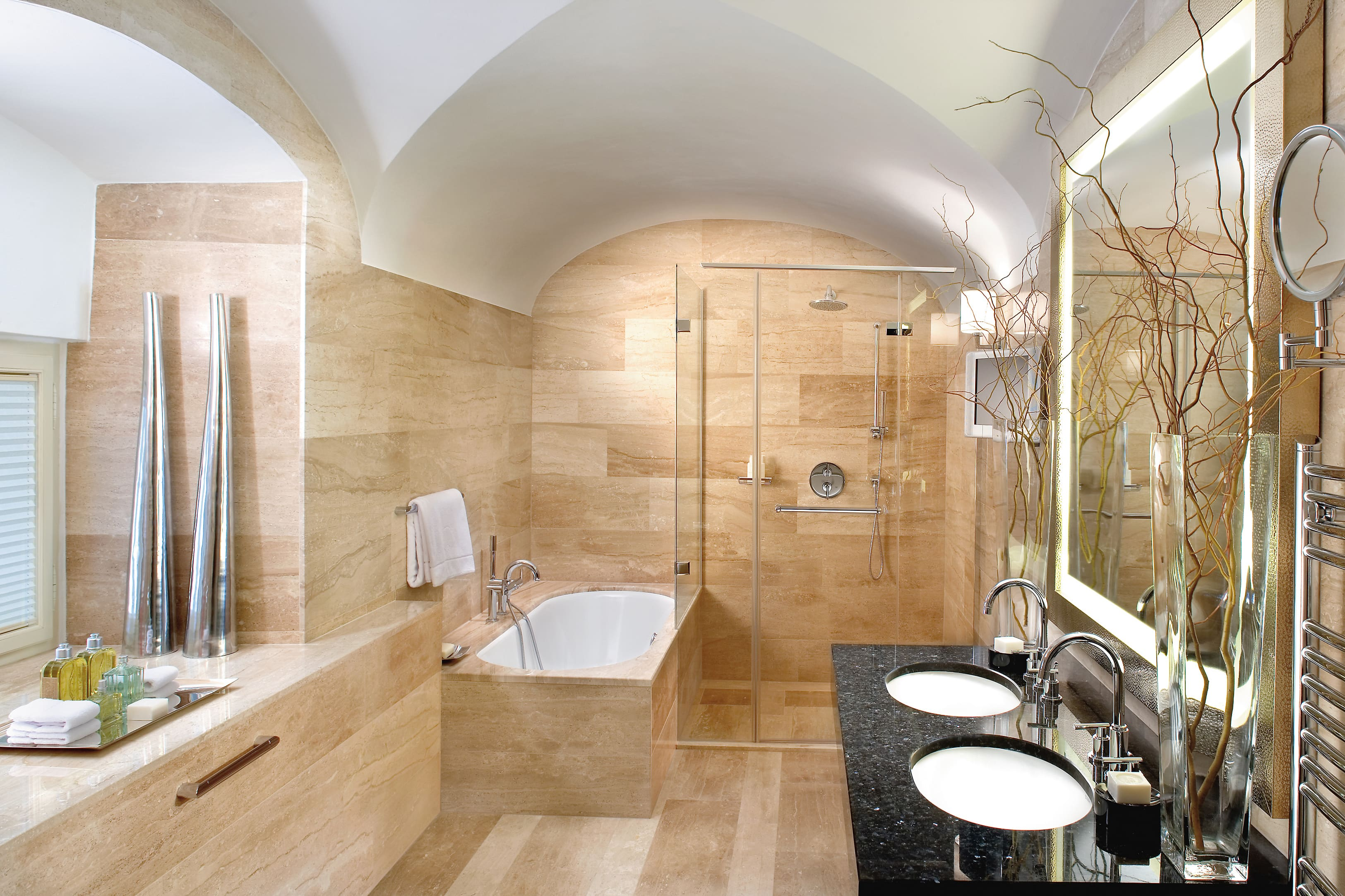 Prague hotel photo gallery mandarin oriental prague for Salle de bain de luxe moderne