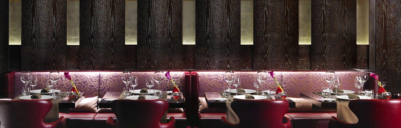 Visite nuestros extraordinarios restaurantes y el moderno y sofisticado bar.