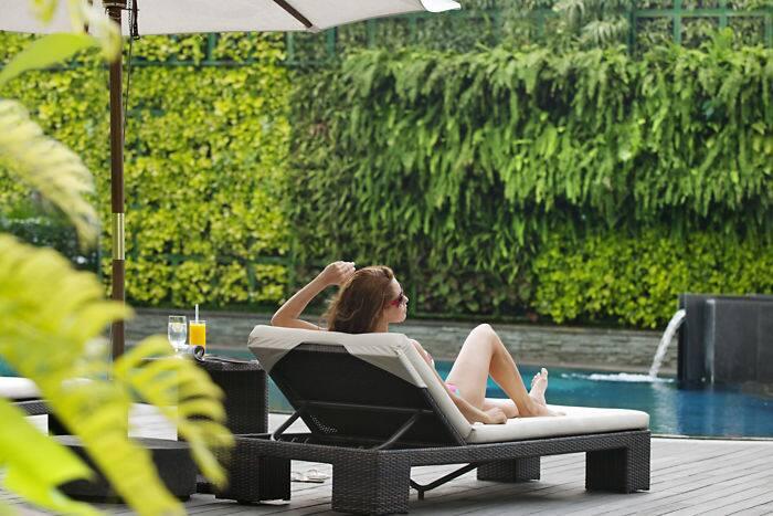 Jakarta swimming pool 04?$gallerylandscape$