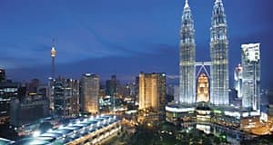 Mandarin Oriental, Kuala Lumpur is located next to the famous Petronas Twin Towers, the tallest building in the world.
