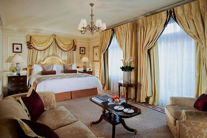 Mandarin Junior Suite Bedroom