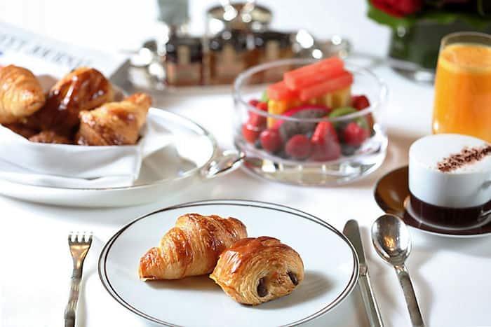 Bed breakfast luxury hotel mandarin oriental milan for Best brunch in milan