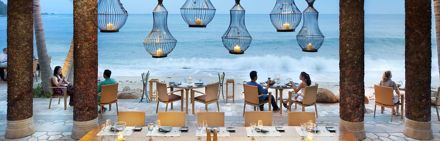 Watch the sun set over the turquoise bay and listen to the waves crash against the sandy shore all while enjoying fine dining at Mandarin Oriental, Sanya's beach front restaurant.