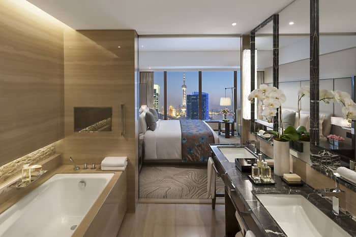 deluxe river view room mandarin oriental hotel shanghai. Black Bedroom Furniture Sets. Home Design Ideas