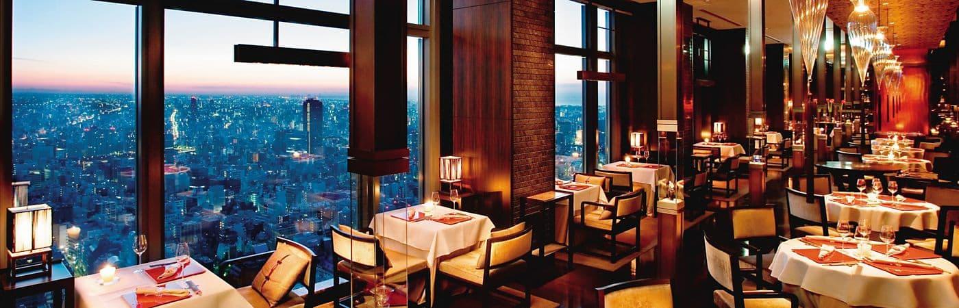 Отель Mandarin Oriental, Токио предлагает великолепные рестораны высокой кухни.