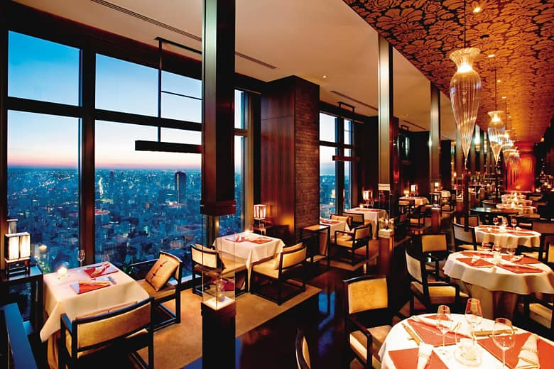 Elegant Cantonese dining with dramatic views