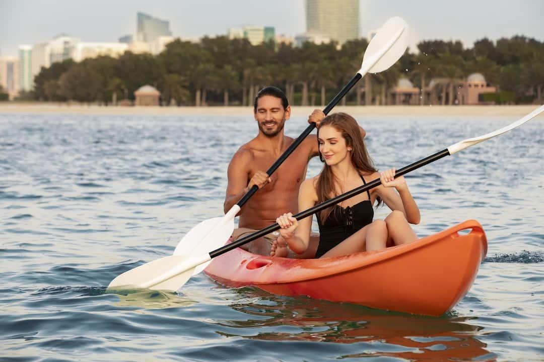 couple doing kayak