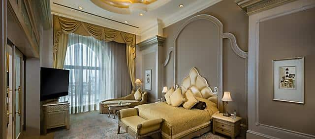 palace suite pearl bedroom