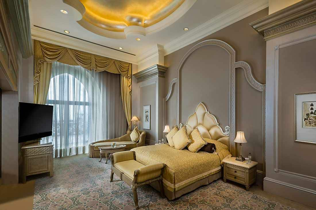 Pearl Palace Suite bedroom