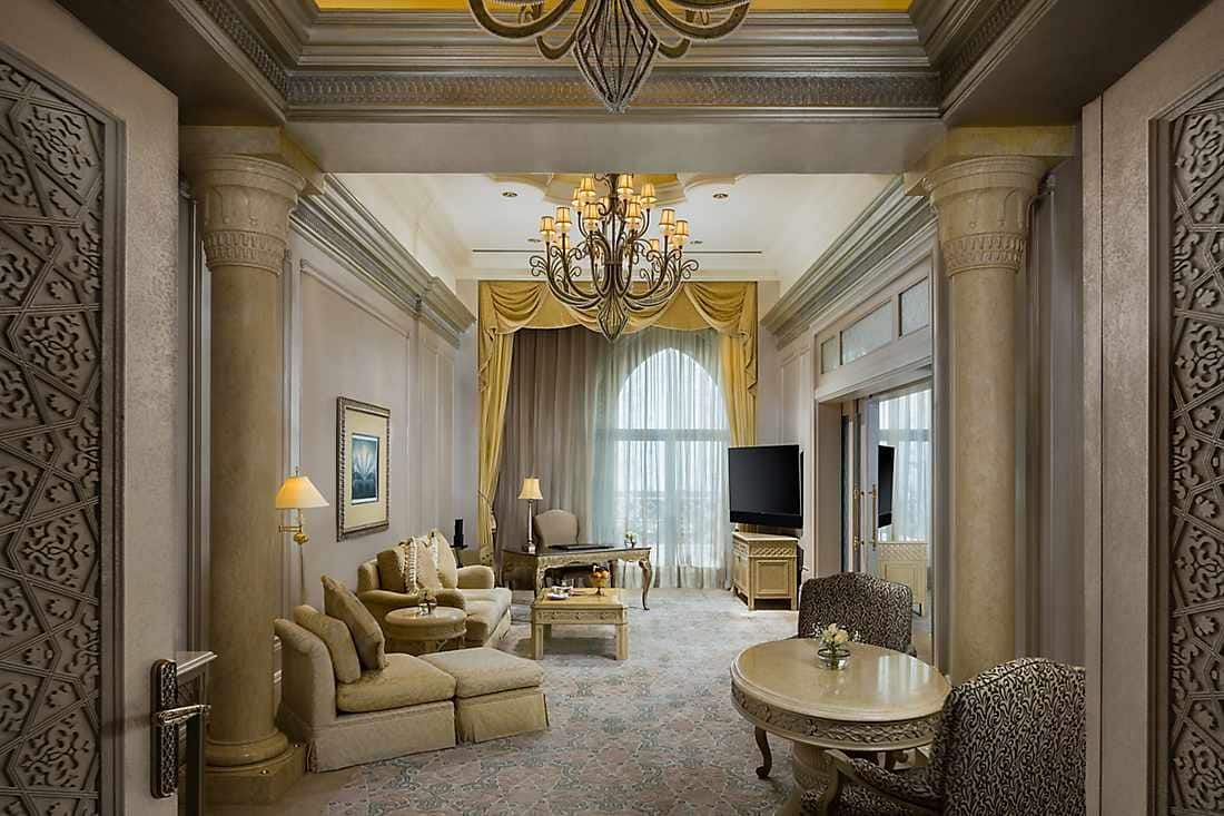 Pearl Palace Suite lounge