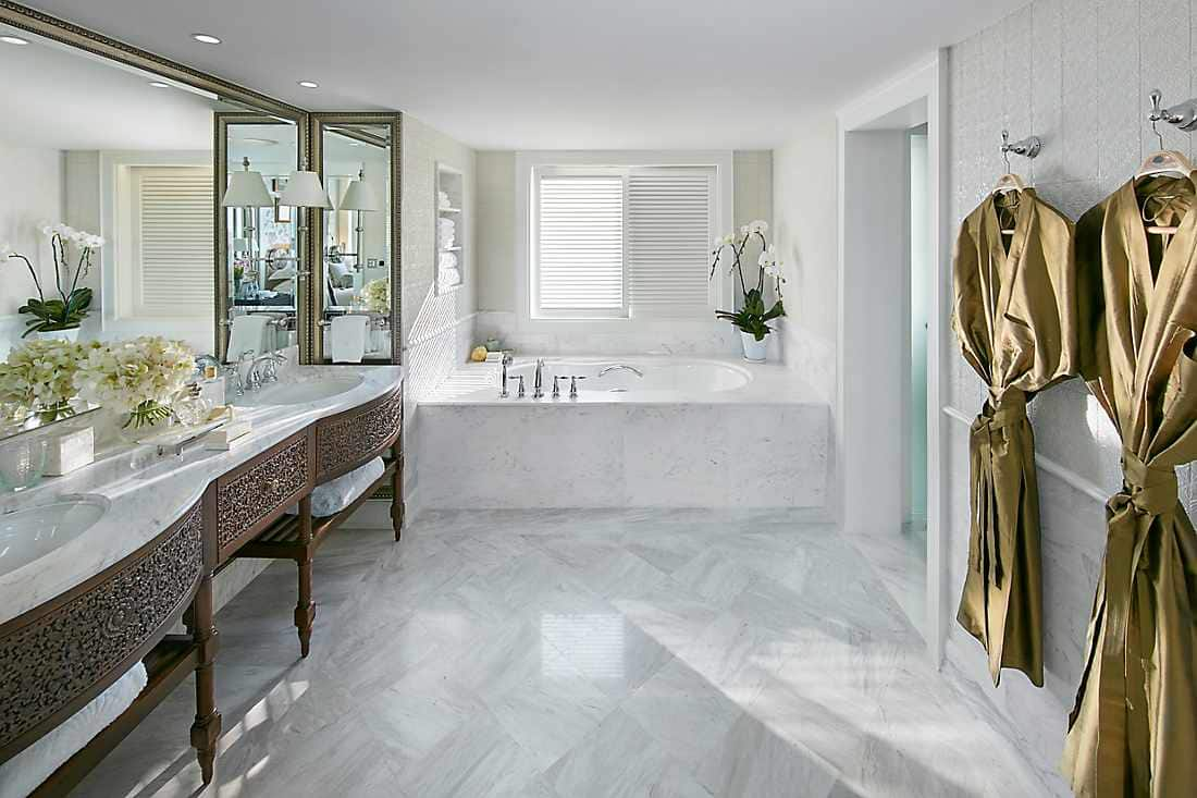 chao phraya suite bathroom