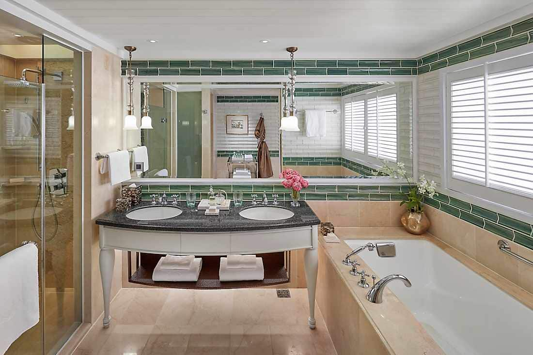 Selandia Two-Bedroom Suite bathroom