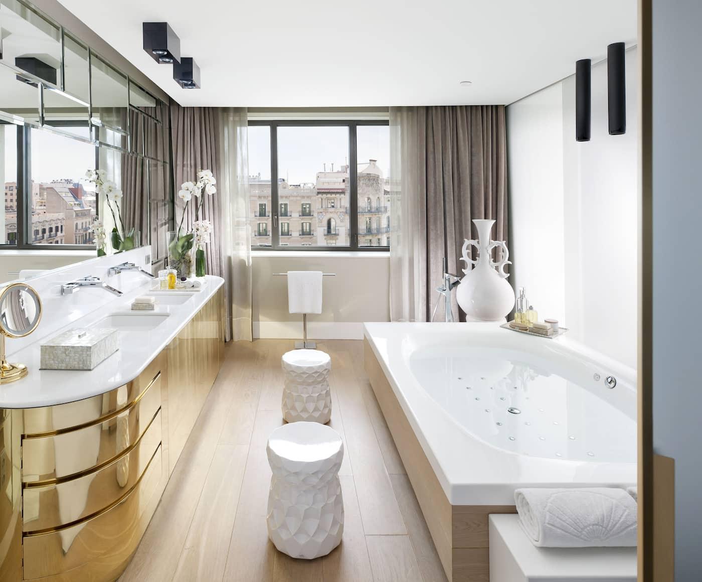 Luxury 5 star hotel passeig de gracia mandarin for 5 star hotel bathroom designs