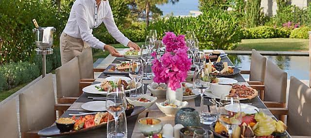 outdoor in-room dining