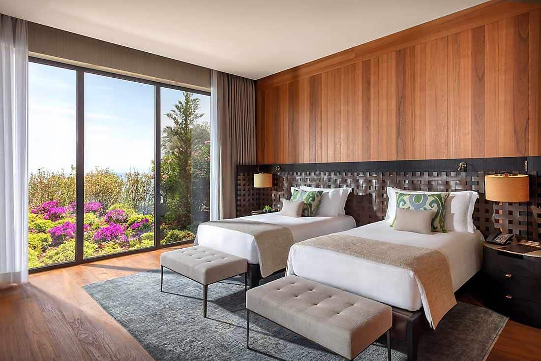 Paradise Bay Suite Three Bedrooms twin beds bedroom