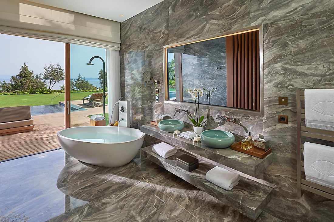Blue Beach Villa Three Bedroom bathroom