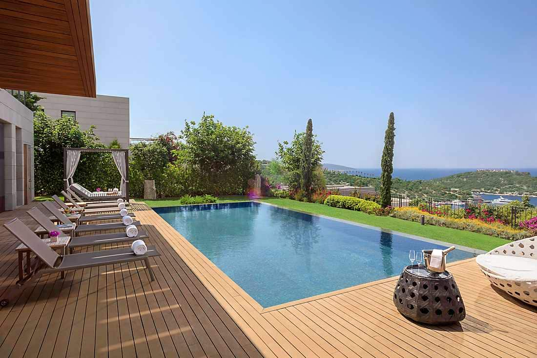 Paradise Bay Villa terrace with outdoor pool