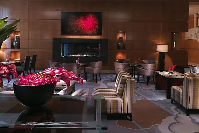 Mandarin Oriental, Boston's 5-star hotel offers beautiful rooms and acclaimed restaurants that aim to delight.