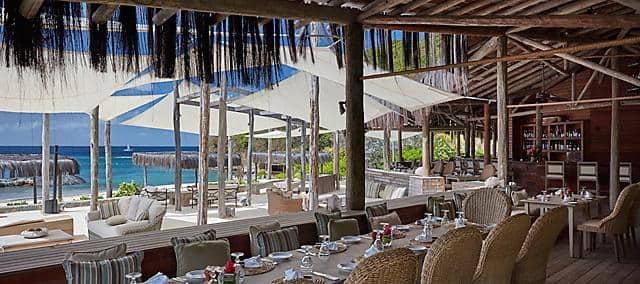 salle de restaurant avec vue sur l'océan