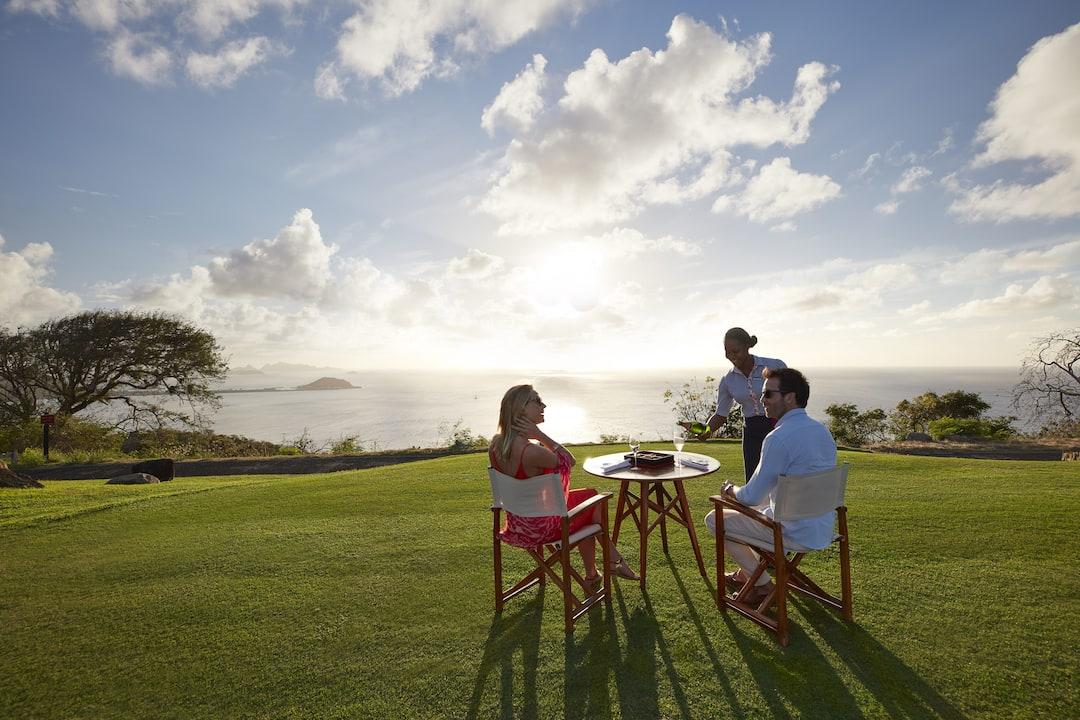 couple having outdoor breakfast