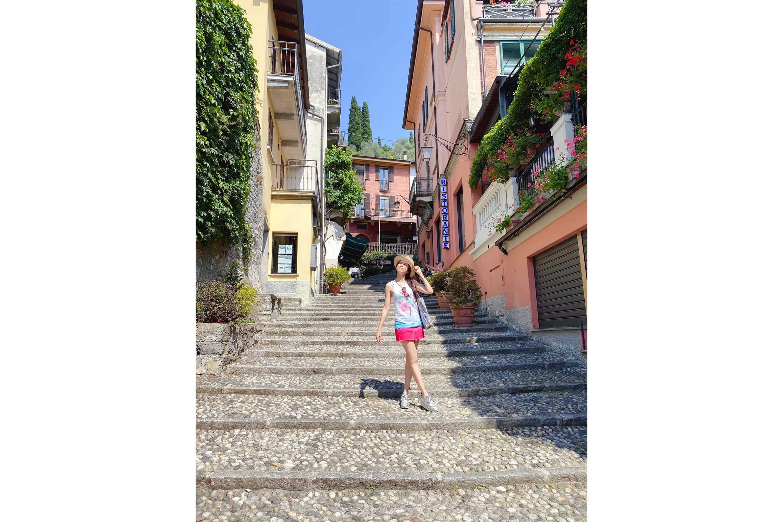 Karen Mok in a Bellagio street