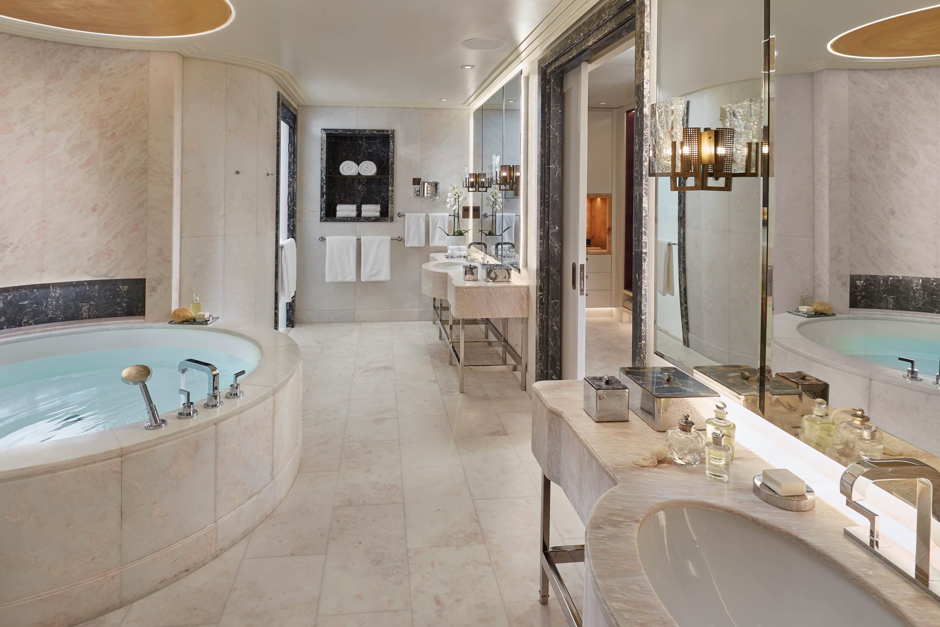 Bathroom of Baraha View Suite at Mandarin Oriental, Doha