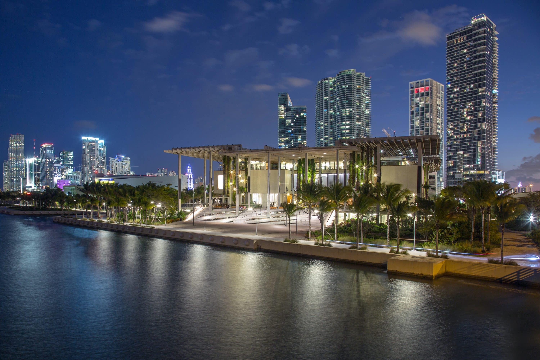Pérez Art Museum Miami (PAMM) at night