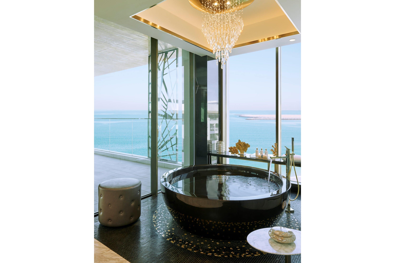 Bathroom with views of the sea at Mandarin Oriental Jumeira, Dubai