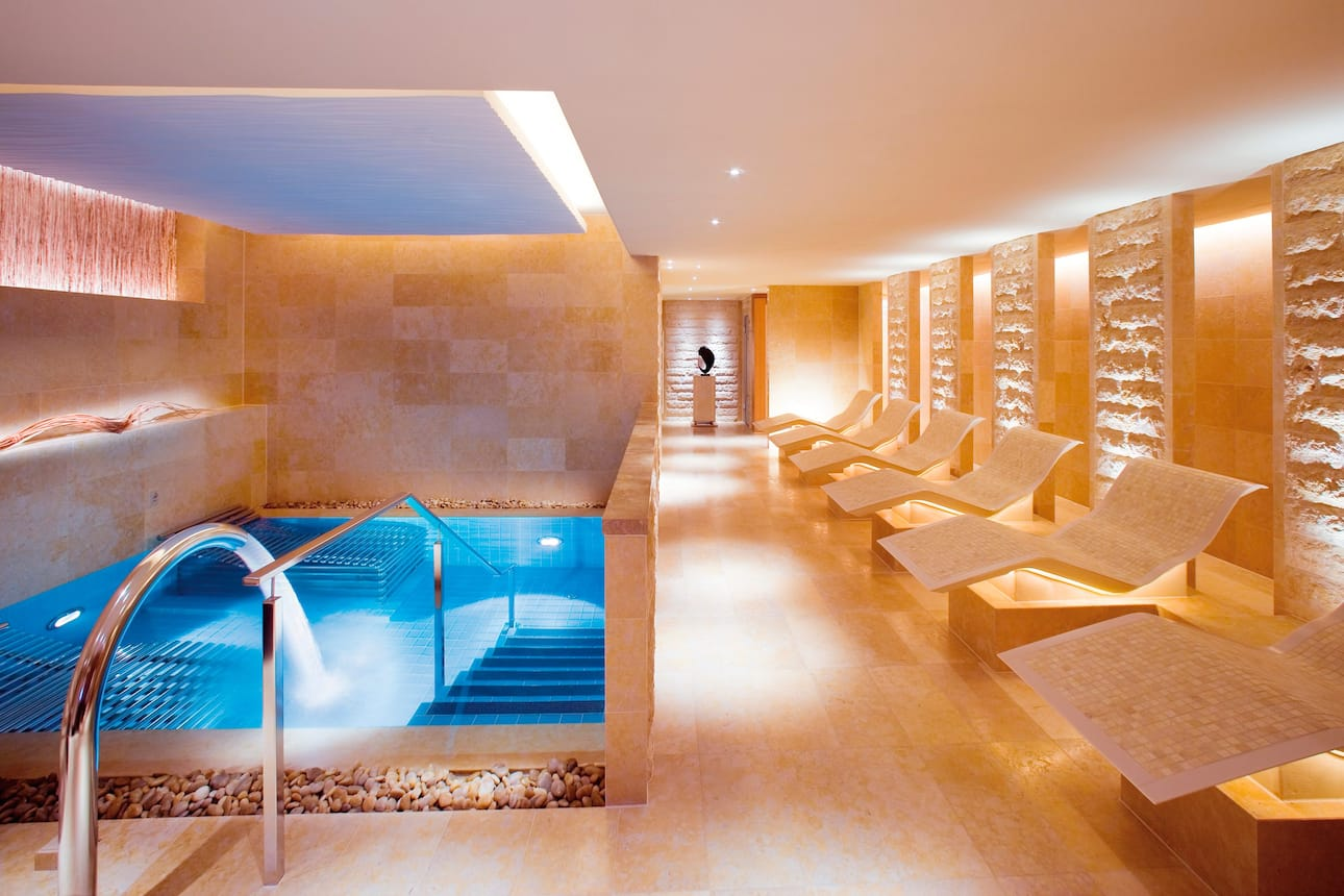 Spa pool at The Landmark Mandarin Oriental in Hong Kong