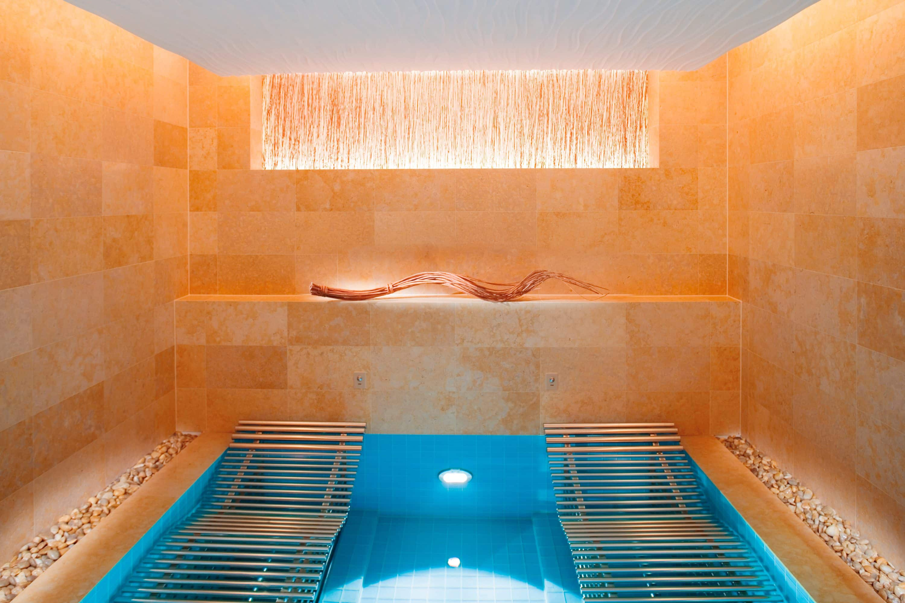 Vitality spa pool at The Landmark Mandarin Oriental