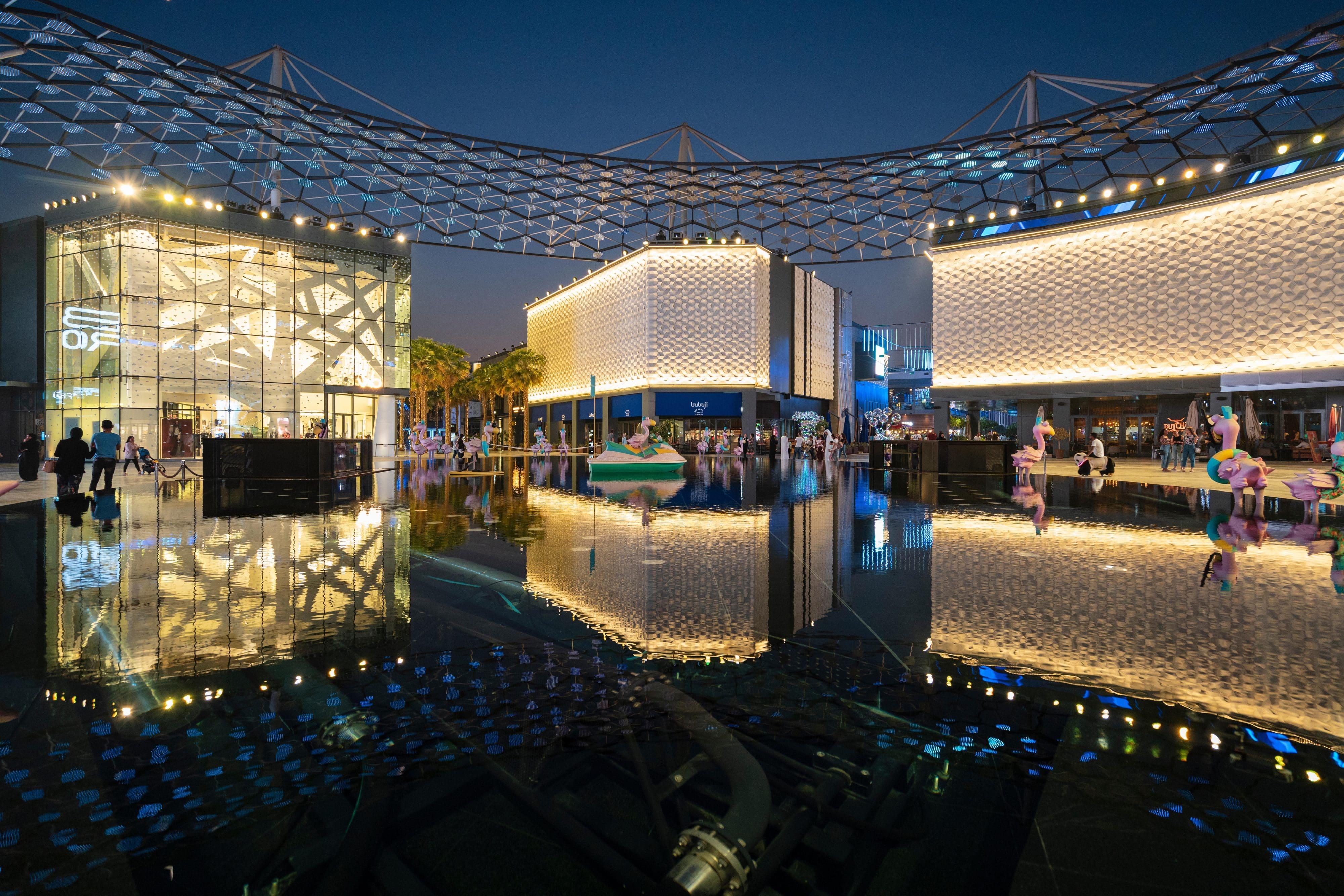 A reflective water feature on Dubai's City Walk