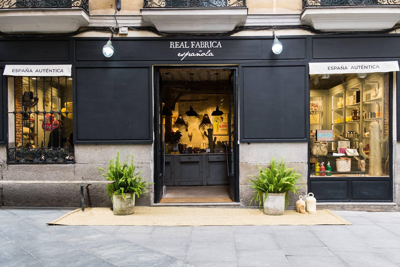 Real Fábrica Española shopfront