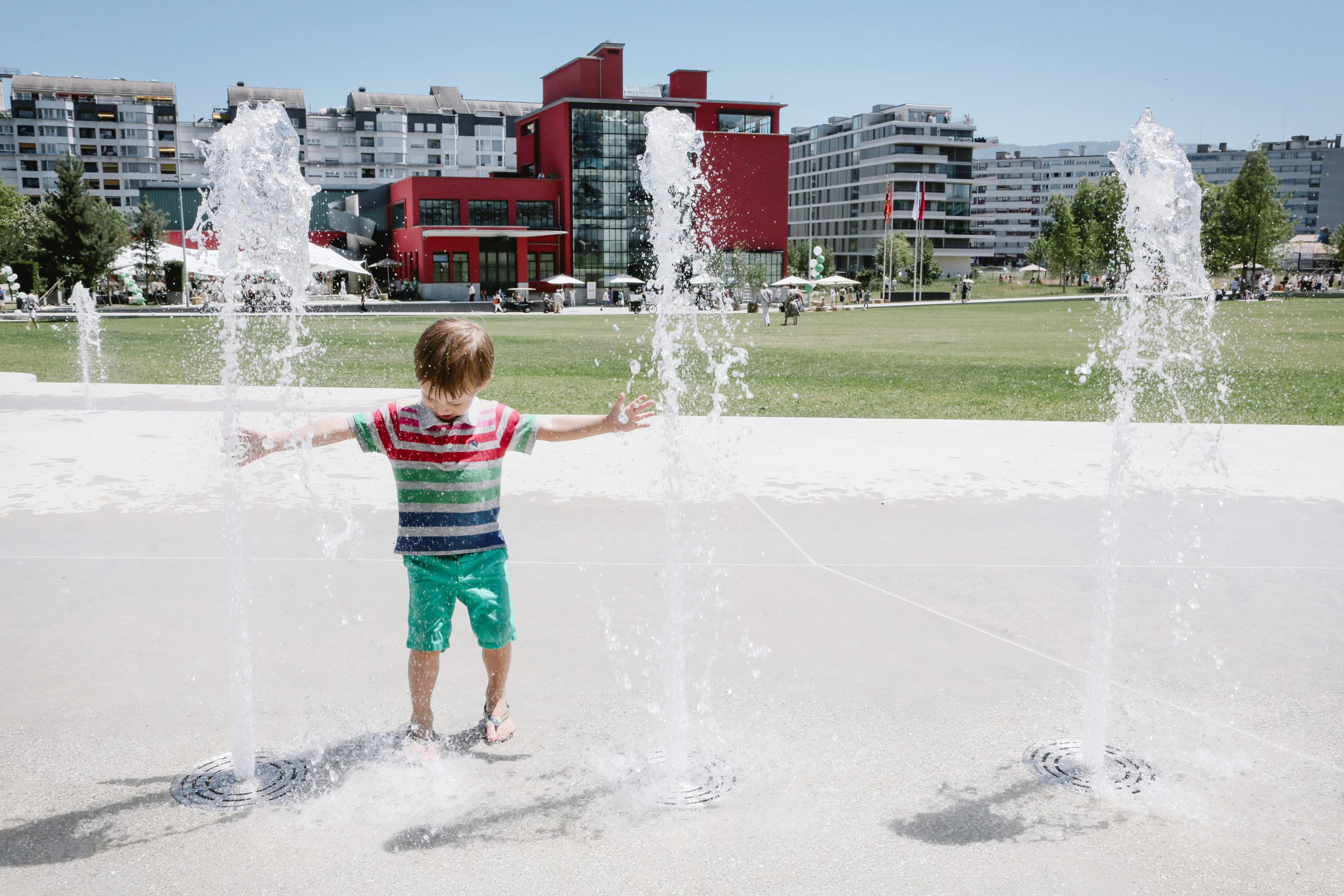 Children playing with a water feature in Geneva