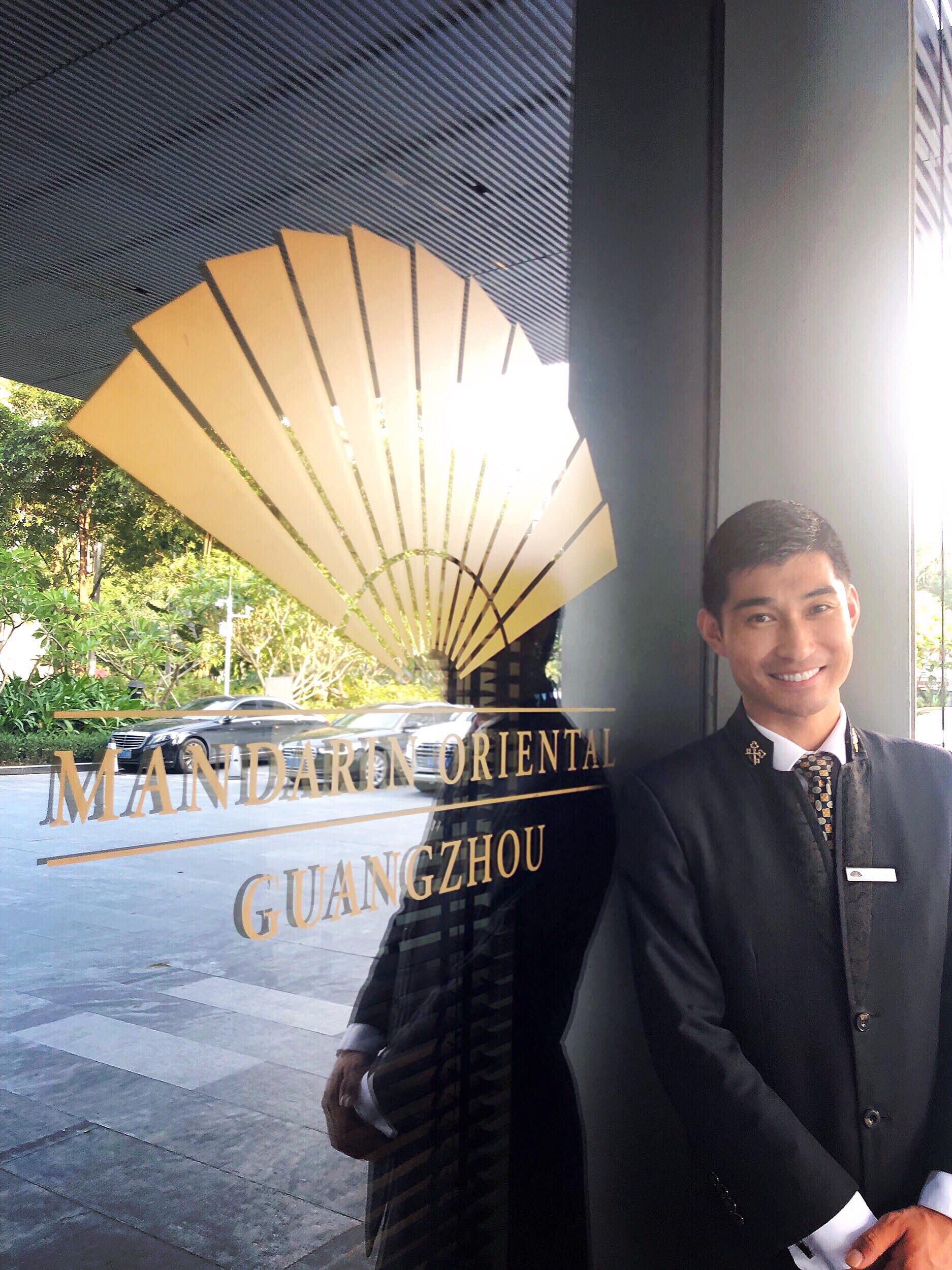 https://photos.mandarinoriental.com/is/image/MandarinOriental/dmo-mogzh-concierge
