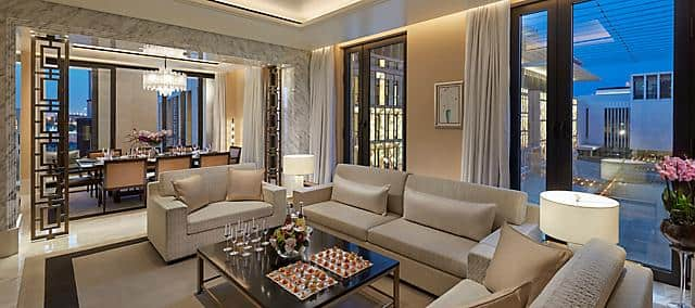 the sitting room of the panoramic suite