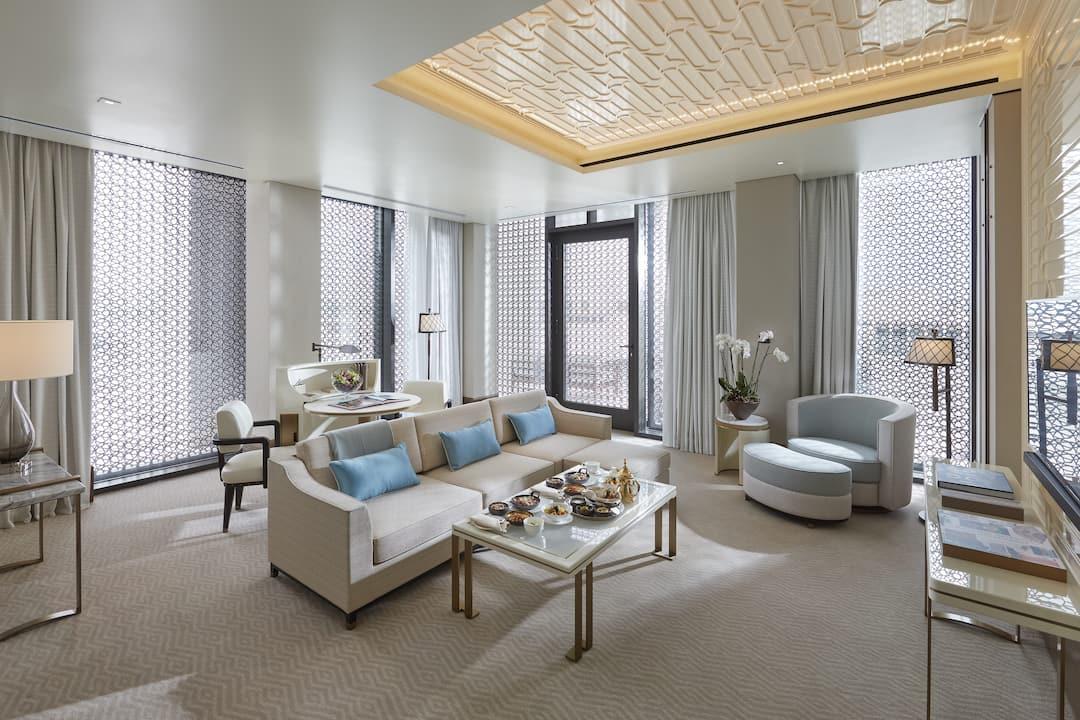 panoramic suite sitting room