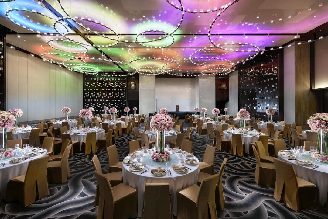 round table setup in ballroom at mandarin oriental, guangzhou