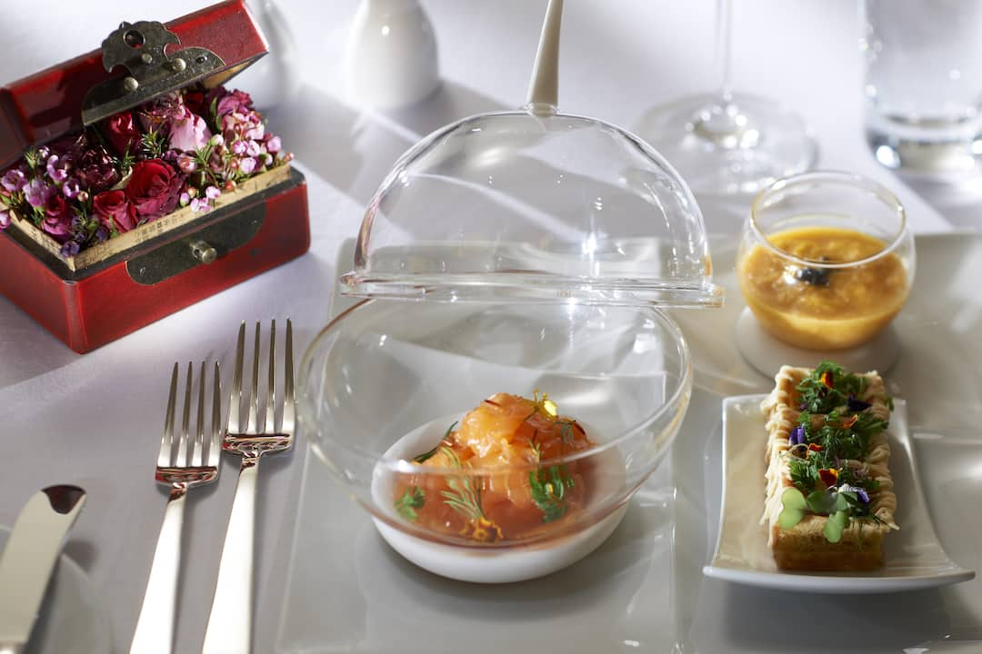 in-room dining service at mandarin oriental, guangzhou